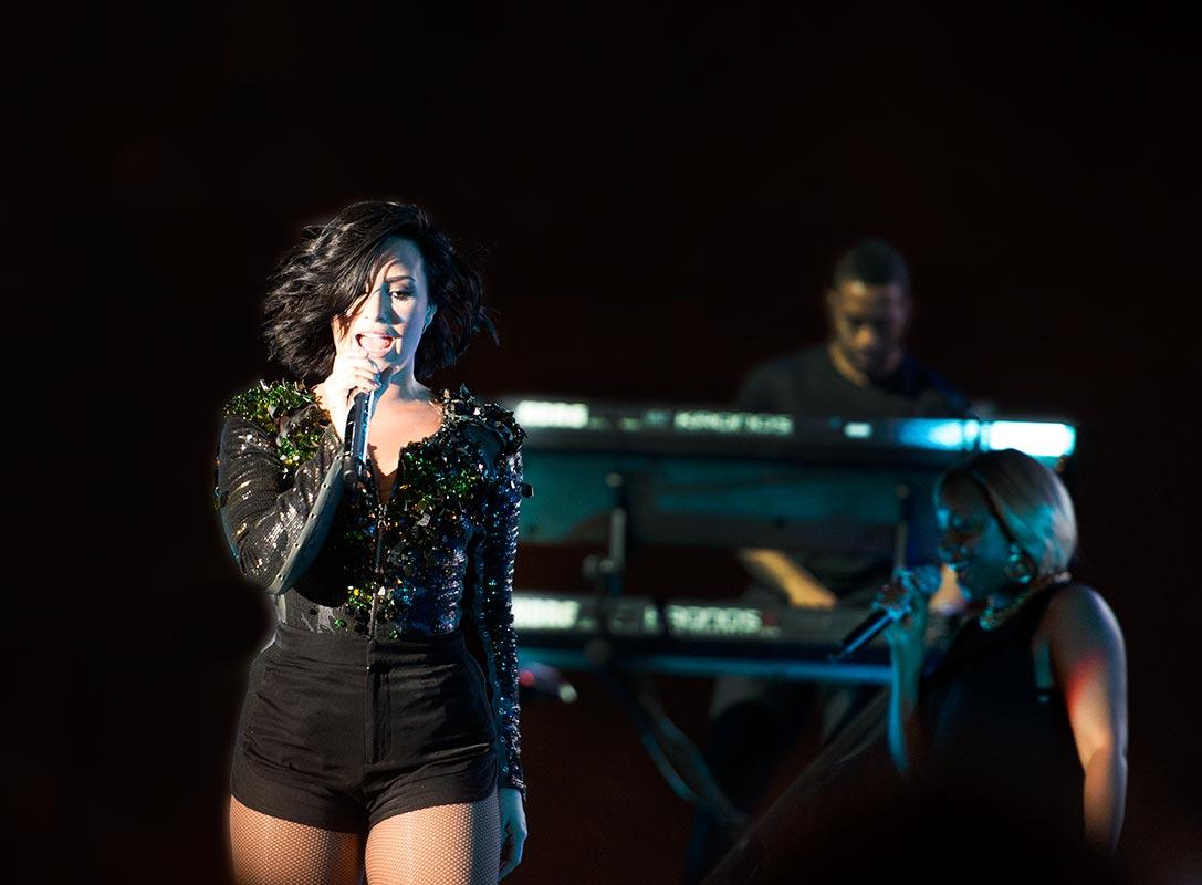 Demi Lovato sjunger i Kambodja