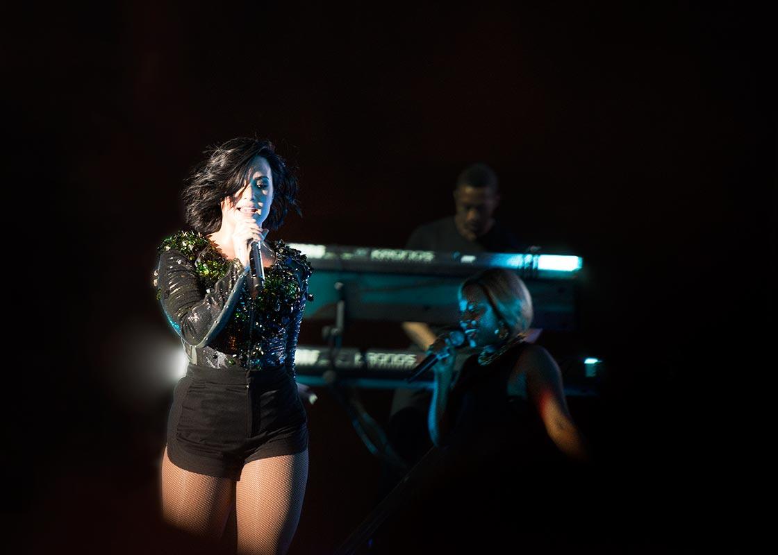 Sångerskan Demi Lovato sjunger