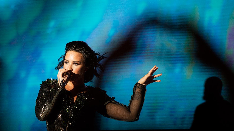 Demi Lovato sjunger i Phnom Penh